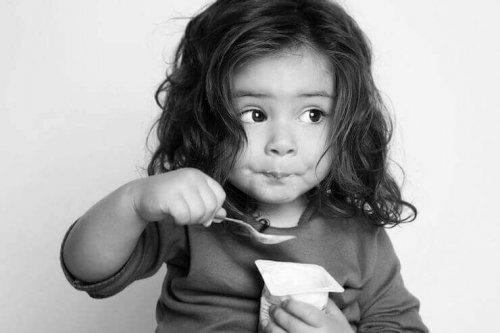 enfant-qui-mange